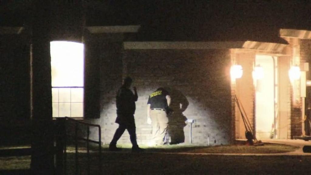 Acusan de intento de asesinato a niña que tiroteó a policia en Florida