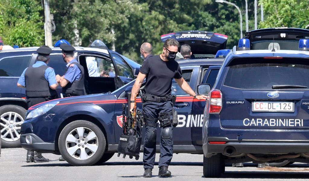 Hombre mata a tiros a un anciano y dos niños en Italia