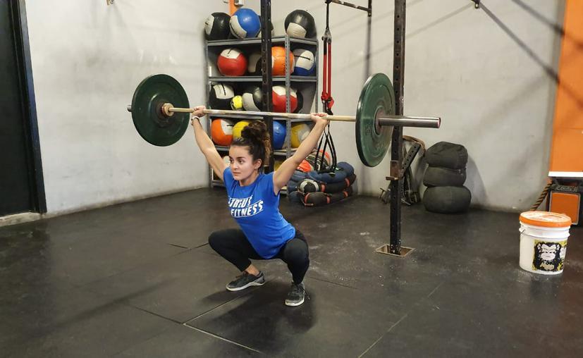 Cancún: Mariana se alista para mundial de levantamiento de pesas