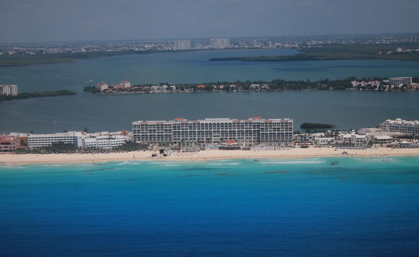 Cancún: Inicia monitoreo aéreo del sargazo en las costas de Quintana Roo