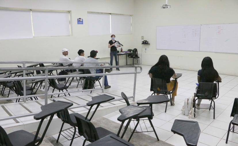 Cancún: Universitarios pueden acceder a apoyos económicos para continuar sus estudios