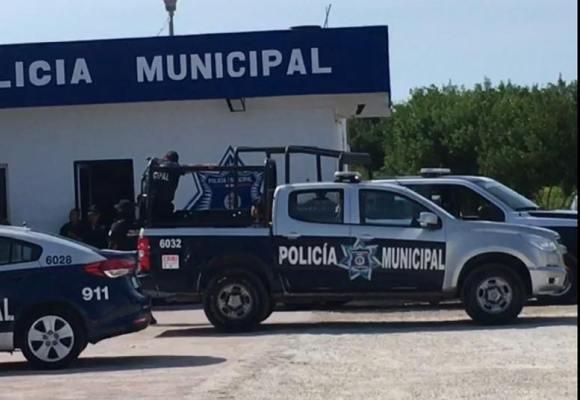 CON REACCIÓN INMEDIATA LOCALIZA POLICÍA MUNICIPAL DE ISLA MUJERES A NIÑA EXTRAVIADA