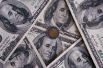 Peso avanza 0.81%; dólar cotiza en $23.91 por unidad en bancos