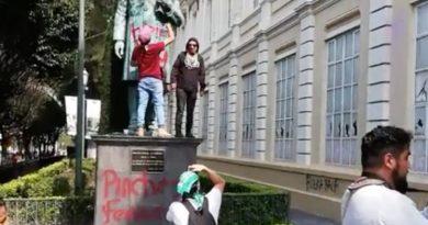 Encapuchados vandalizan Rectoría de la UAEMex