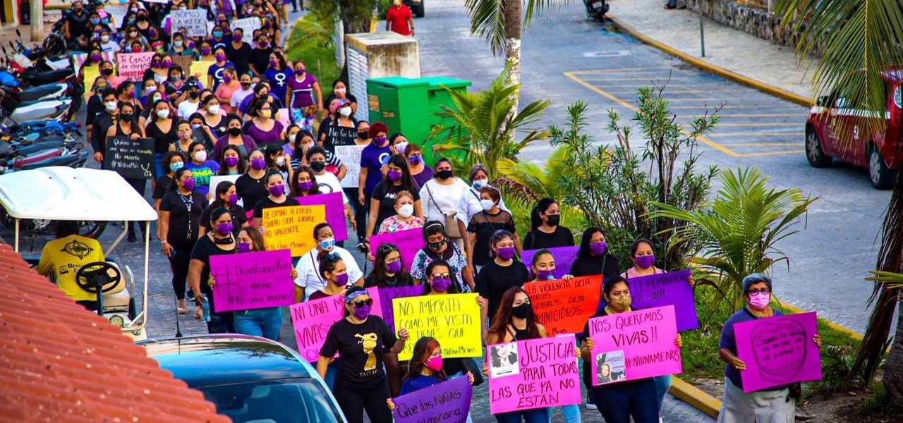 PACÍFICA MARCHA FEMINISTA EN ISLA MUJERES