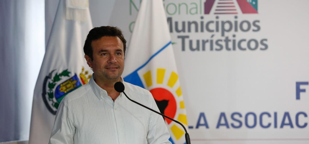 Refuerza Pedro Joaquín promoción turística de Cozumel con campaña 'Muévete Tranquilo'