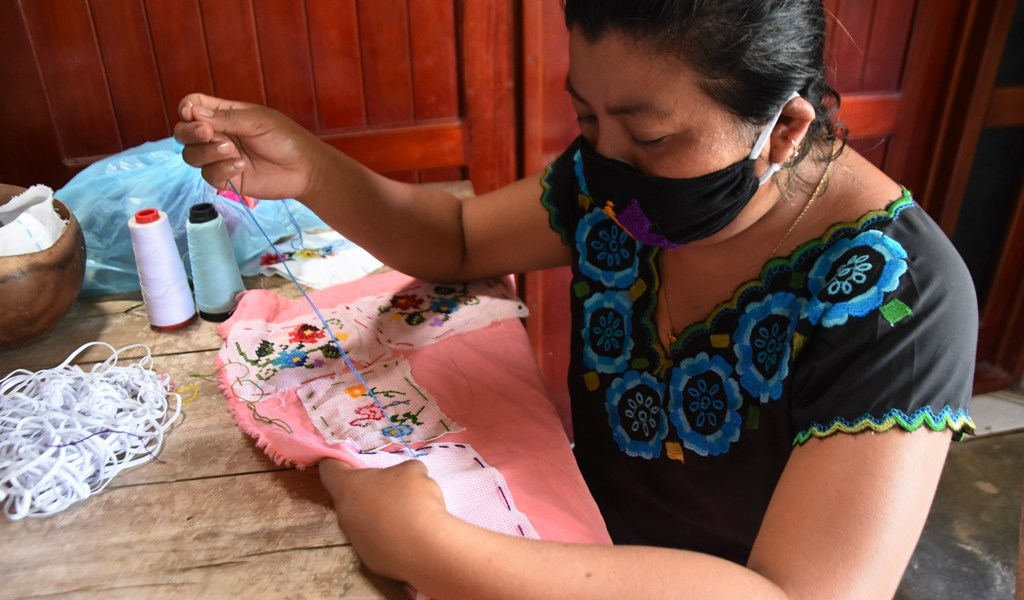 Se reinventan artesanas mayas de Quintana Roo ante el COVID19