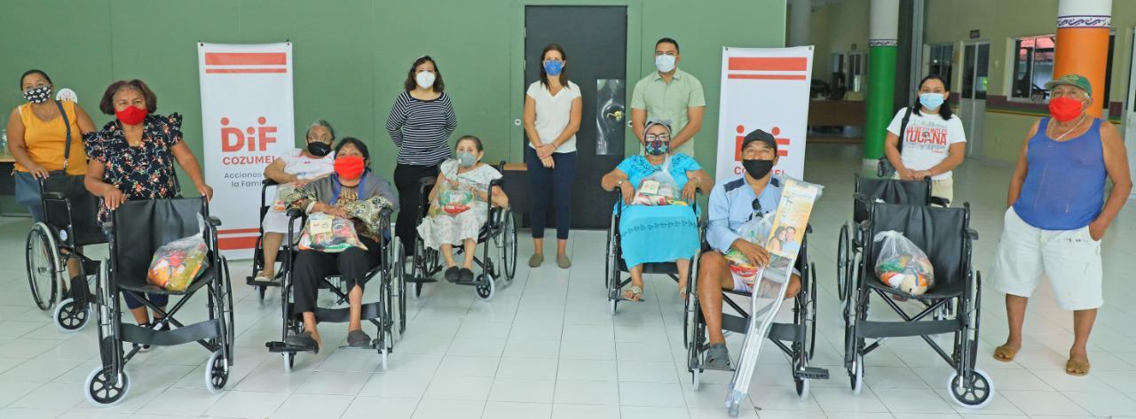 Seguimos con acciones sociales en beneficio de la gente que más lo necesita, el DIF Cozumel entrega sillas de ruedas a personas con discapacidad en situación vulnerable