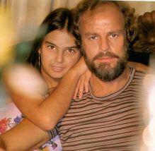 Lídia, aos 19 anos, com o pai Jonas Resende