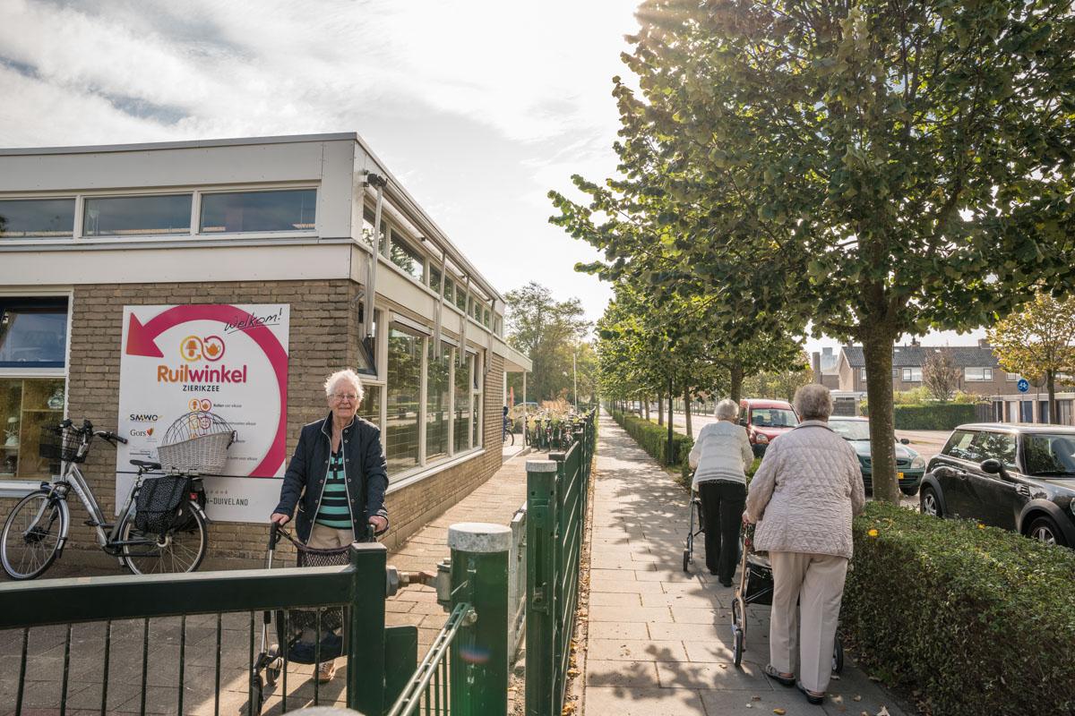 ruilwinkel klanten rollators ouderen Zierikzee fotografie