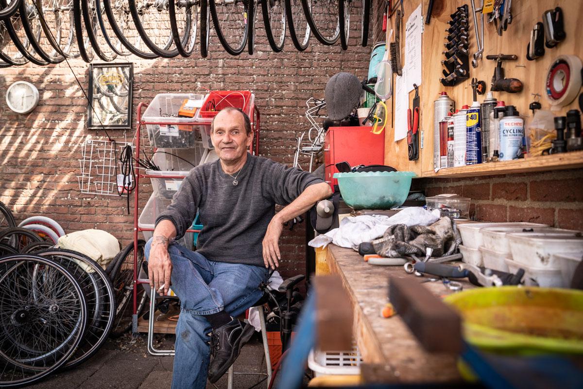 ruilwinkel vrijwilliger fietsenmaker fotografie Zierikzee werkplaats