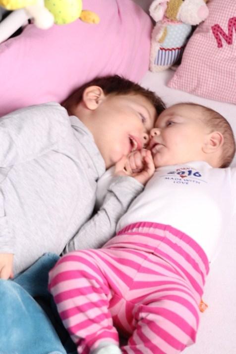 Bruder und Schwester, Familie, zwei Kinder