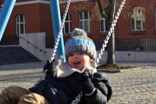 glueckliche-kindheit-geborgen-aufwachsen