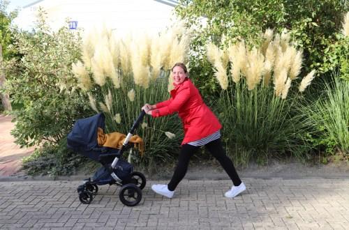 Spaziergang mit Kindern Begleiter Kinderwagen