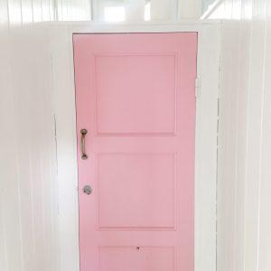 Pink door huk