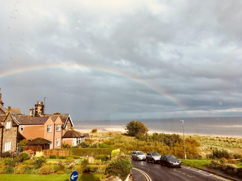Riverside Beach House in Alnmouth mit Regenbogen