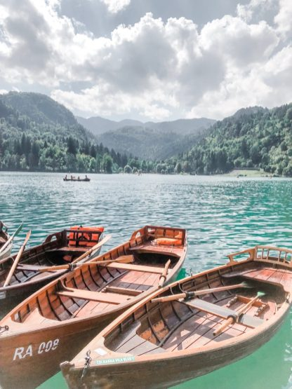 Ruderboote am Bleder See