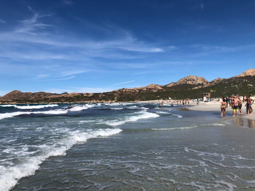 Bergpanorama am Beach von Ostriconi