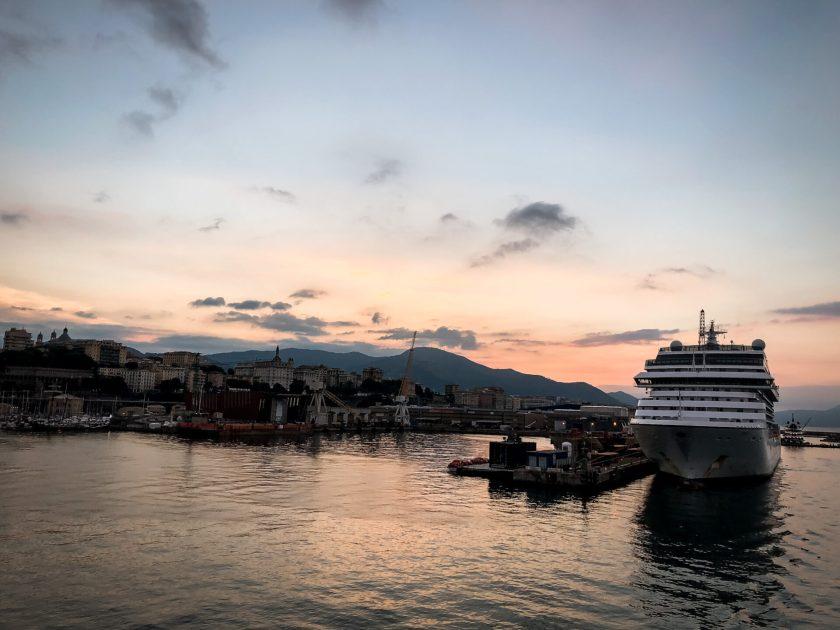 Einfahrt in Genua am Morgen