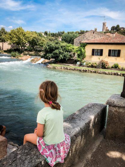 Fotostopp an jeder Ecke in Borghetto