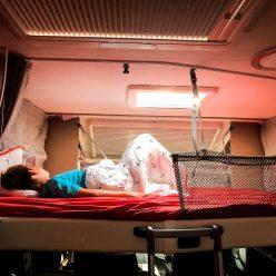 Hubbett über der Sitzgelegenheit