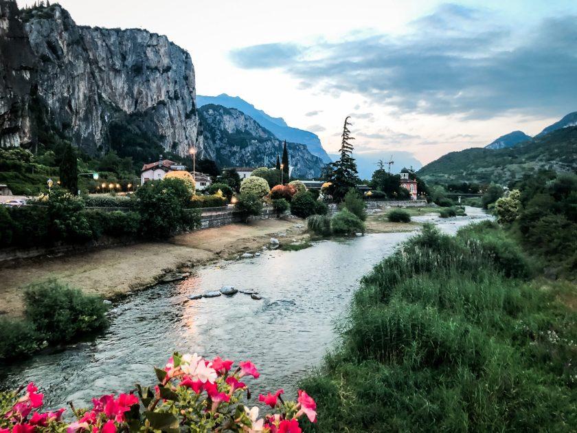 Arco idyllisch am Fluss Sarca gelegen