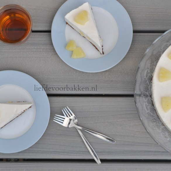 Kwarktaart met chocoladebodem en ananasstukjes
