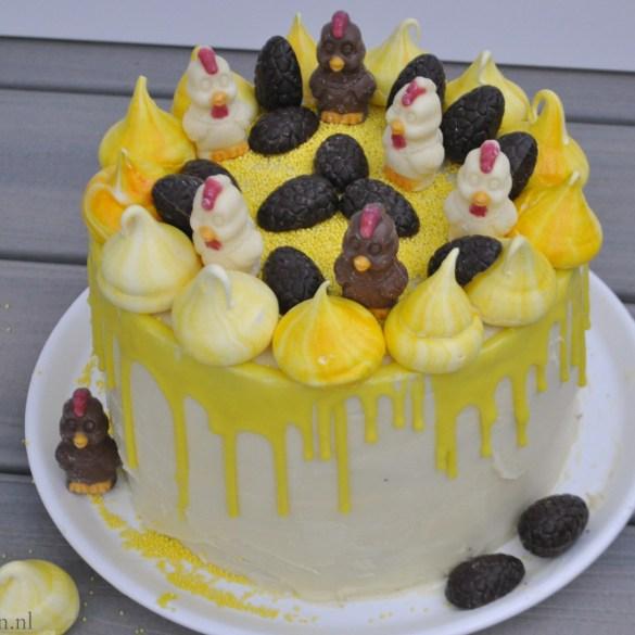 Dripcake voor Pasen met schuimtorentjes
