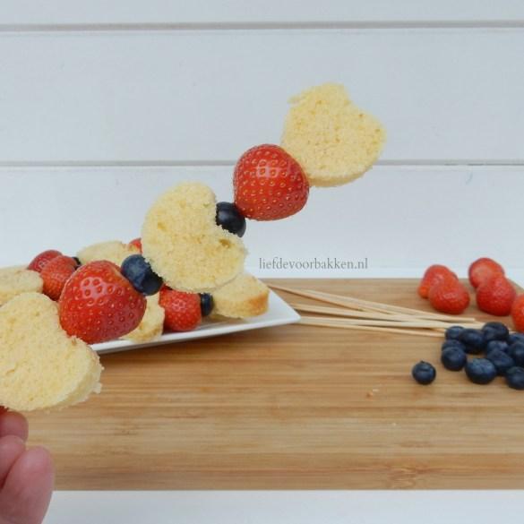 Aardbeienspiesje voor Moederdag