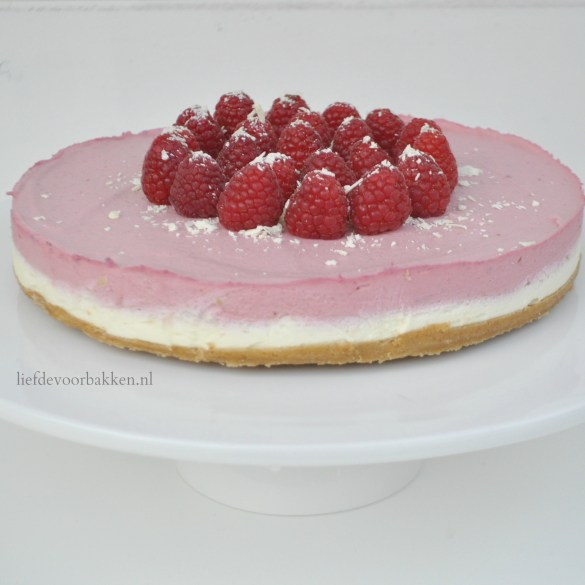 No bake witte chocolade en frambozen cheesecake
