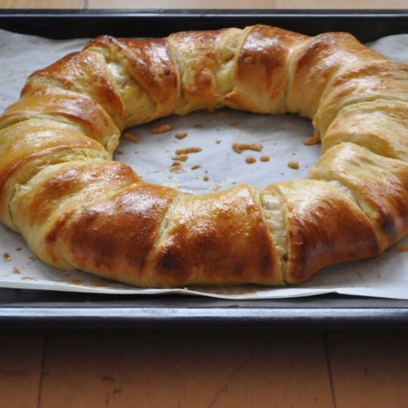 Brunch brood van croissantjes deeg