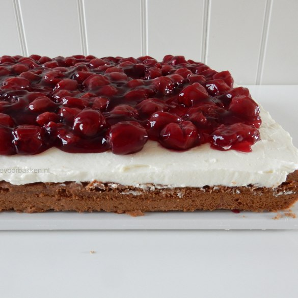 Plaatcake met Monchou en kersen