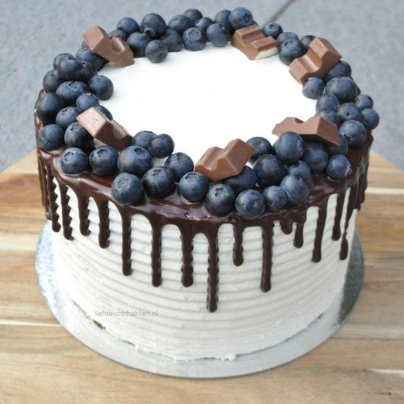 Chocolade dripcake met blauwe bessen