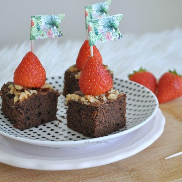 Brownieblokjes met aardbeien