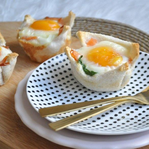 Ontbijtquiches met zalm en spinazie voor Pasen
