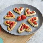 Bladerdeeg hartjes met Nutella en aardbeien