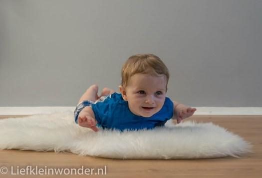 Jayden 7 maanden en 3 weken oud Skydiven buik