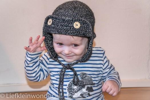 Hippe babymuts met flappen en klep