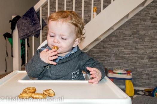 10 maanden oud poffertjes eten