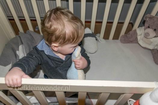 Jayden 11 maanden oud, knuffel je speen