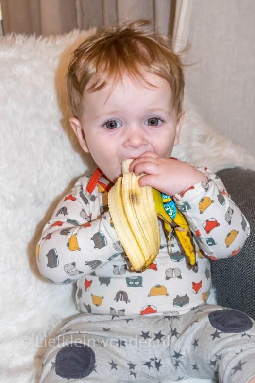 11 maanden en 1 week oud, Hele banaan eten