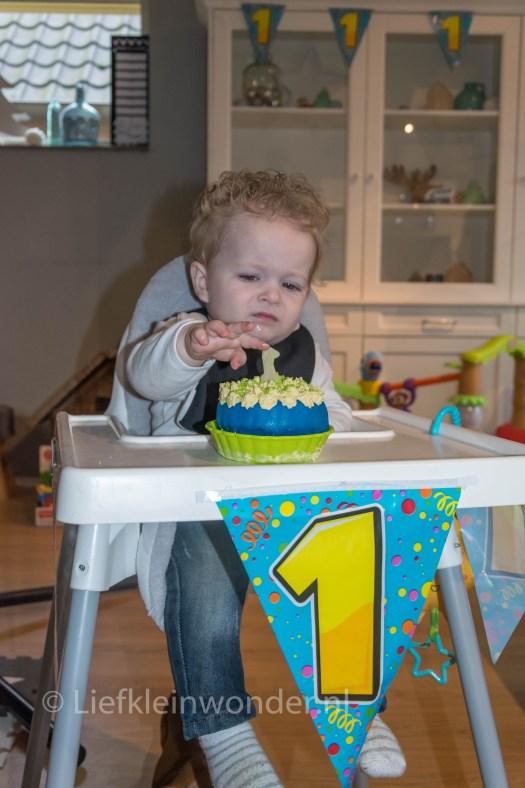 Jayden's eerste verjaardag , taart maken, marsepein, cakesmash, mep taart