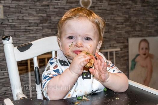 Jayden 12 maanden en 1 week oud,1 jaar, pizza met spinazie en mozzarella