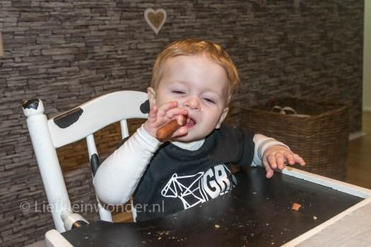 12 maanden en 3 weken oud 1 jaar , Broodje knakworst