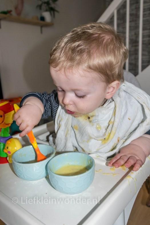 Jayden 15 maanden en 3 weken oud: dreumes bolletjesvla en appelmoes