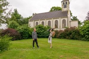 Papa en mama zijn getrouwd - trouwen regen bruidsjonker trouw foto's trouwshoot