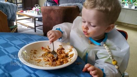 Jayden 19 maanden oud dreumes peuter - spaghetti eten en een bortje vla toe