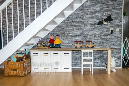 Zelfgemaakte speelhoek - alles netjes opgeruimt karwei WOOD hout spelen speelgoed