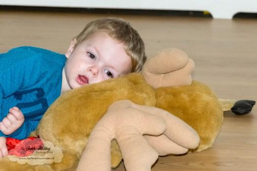 Jayden 22 maanden en 2 weken oud peuter dreumes mamablog - Lekker liggen, rustig zitten en spelen