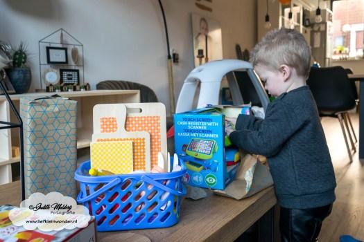 Jayden mama blog 2 jaar oud 2de verjaardag cadeau mac donalds speelgoed set houten fruit set snijden klitteband kassa
